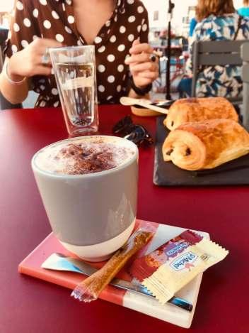 viennoiseries et café